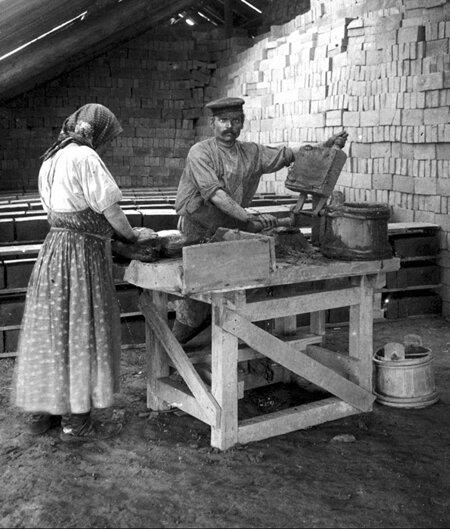 Заміс цегли на цегельно-черепичному заводі